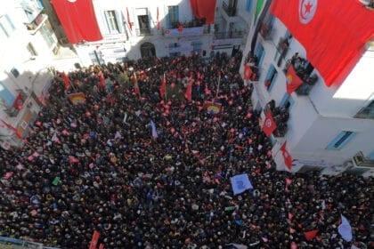 في تونس: آخر الإضرابات يشل حركة القطاع العام