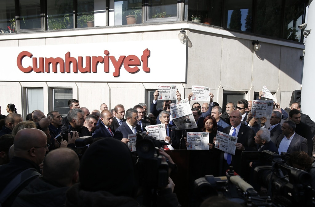 Turkey media- protest for Murat Sabuncu