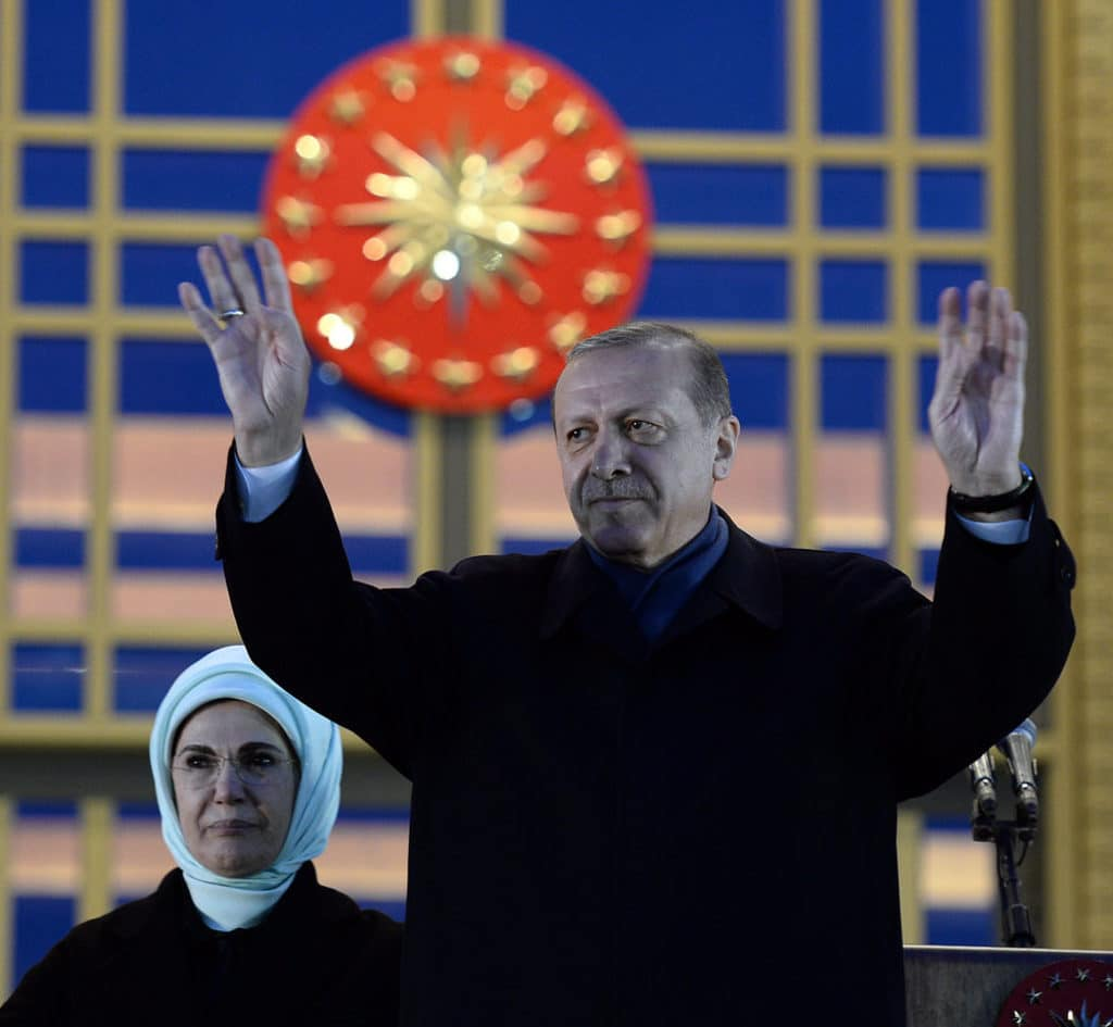 Erdogan-and-his-wife-Emine-Erdogan-address-supporters-in-Presidential-Palace