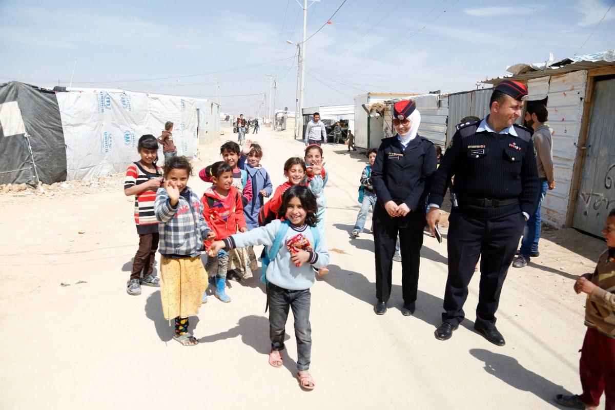 اطفال سوريون لاجئون والشرطة المجتمعية في مخيم الزعتري