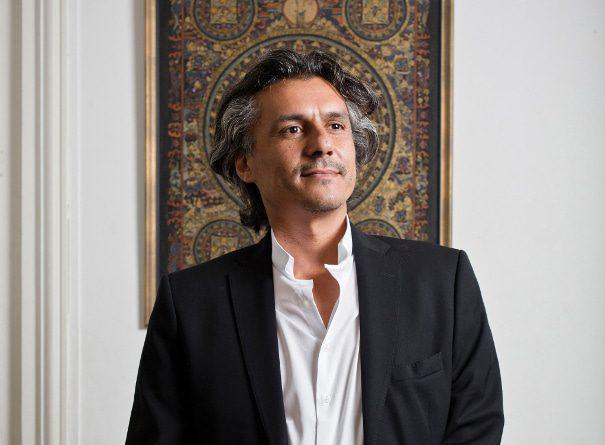 رشيد نكاز، سياسي جزائري غير تقليدي