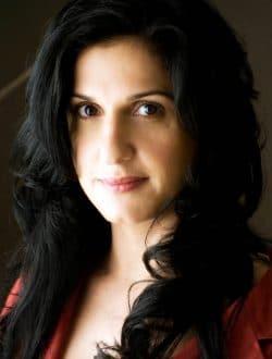 دوريت رابينيان، كاتبة اسرائيلية بقلبٍ فارسي