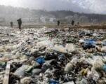بعد أربع سنواتٍ على أزمة النفايات،  لبنان يواصل صراعه في ظل جمود مشكلة النفايات