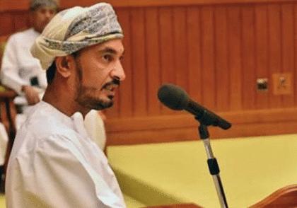 عزيز الحسني: سائق سيارة الأجرة العُماني الذي أصبح عضواً في البرلمان