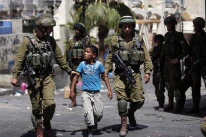 """ظروف الإعتقال """"الهمجية"""" للاطفال الفلسطينيين في سجون الاحتلال الاسرائيلي"""