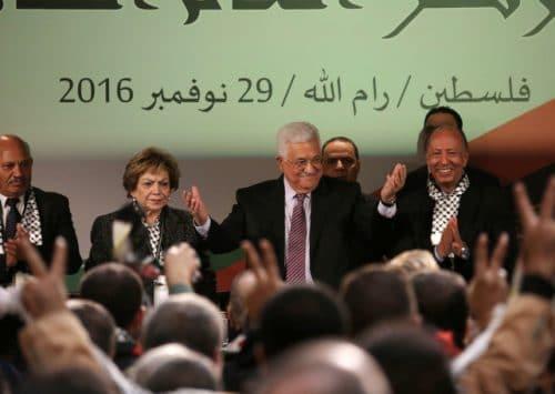 عباس يخرج من مؤتمر فتح أقوى من أي وقتٍ مضى