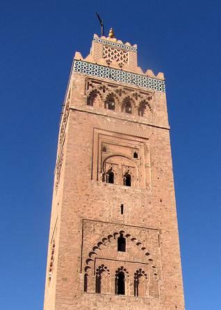 ممئذنة مربعة الشكل في جامع الكتيبة في مراكش / اضغط للتكبير