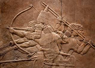 نحت نافر لجنود آشوريين Photo Shutterstock / اضغط للتكبير