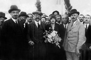From left to right: Zionist leader Chaim Weizmann, the British politician and Zionist Lord Melchet, the future Prime Minister Golda Meir and Meir Dizengoff (mayor of Tel Aviv) in Tel Aviv, 1922 Photo: Rue des Archives/HH