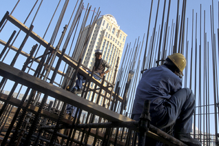 Migrant workers in the building industry in Qatar / Photo HH
