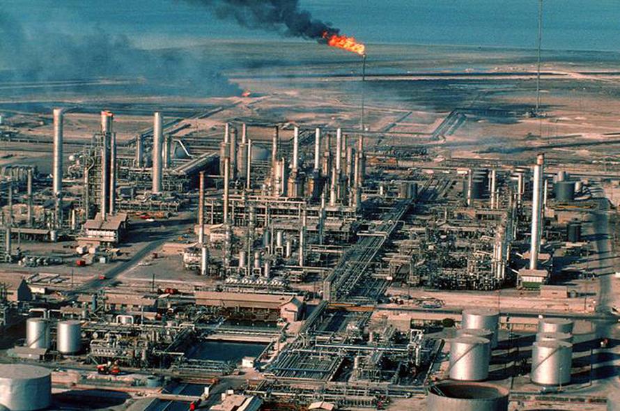 Oil Refinery in Ras Tanura / Photo HH