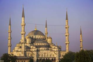 Population Turkey - Sultan Ahmed Mosque Istanbul / Photo Shutterstock
