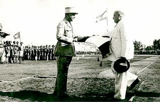 General Fouad Chehab presents the Lebanese flag to President Bechara al-Khoury in 1945
