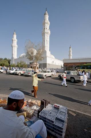 In front of the Quba Mosque in Medina / Photo Shutterstock