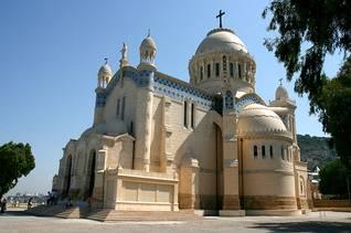 الجزائرالسكان - كاتدرائية سيدة أفريقيا في الجزائر العاصمة / اضغط للتكبير