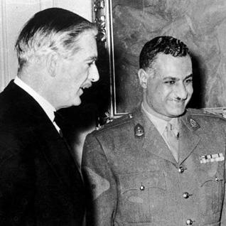 رئيس الوزراء البريطاني أنتوني إيدن (1955-1957) وجمال غبد الناصر عام 1955