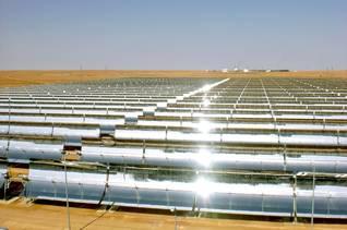 أول محطة للطاقة الشمسية في الجزائر في حاسي رميل الذي يعمل منذ الجزائرالجغرافية - 2011 / Photo Siemens / اضغط للتكبير