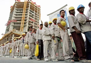 Population Qatar - Migrant Workers Waiting Jobs Construction Doha