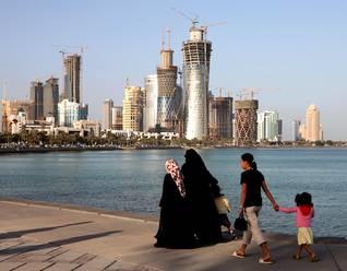 Population Qatar - Family Stroll Doha Corniche