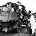Palestinian families evacuate al-Faluja village, in 1948 / UNRWA Photo Archive