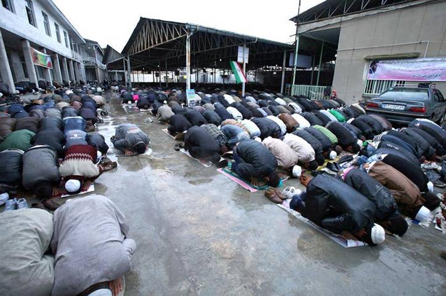 population iran - In prayer