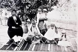population iran - Zoroastrian family in 1901