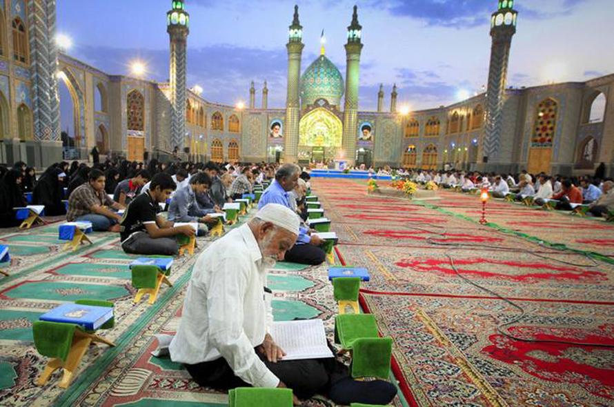 Population Iran - shiites-and-sunnis ramadan_shrine-of-Imamzadeh Helal-ebne-Ali
