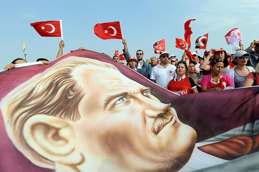 صورة أتاتورك جزء من التراث الوطني التركي