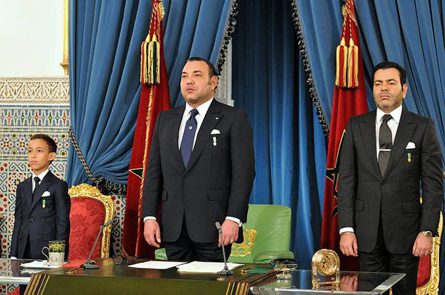 King Mohammed VI, with on his left his son crown-prince Moulay al-Hassan, on his right his brother prince Moulay al-Rashid