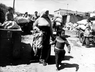 Mother and child in a Palestinian refugee camp in Gaza, 1978 / Photo Keystone/HH