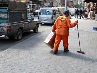 Photo Fanack / عامل نظافة في عمان