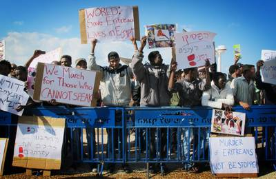 African immigrants demonstrate outside the US embassy against human trafficking in the Sinai, Tel Aviv, 25 November 2011 / Photo Corbis