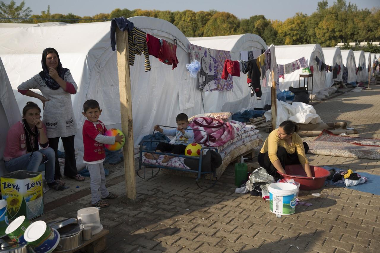 Population Turkey - Yazidi family tent camp Diyarbakir / Photo Corbis
