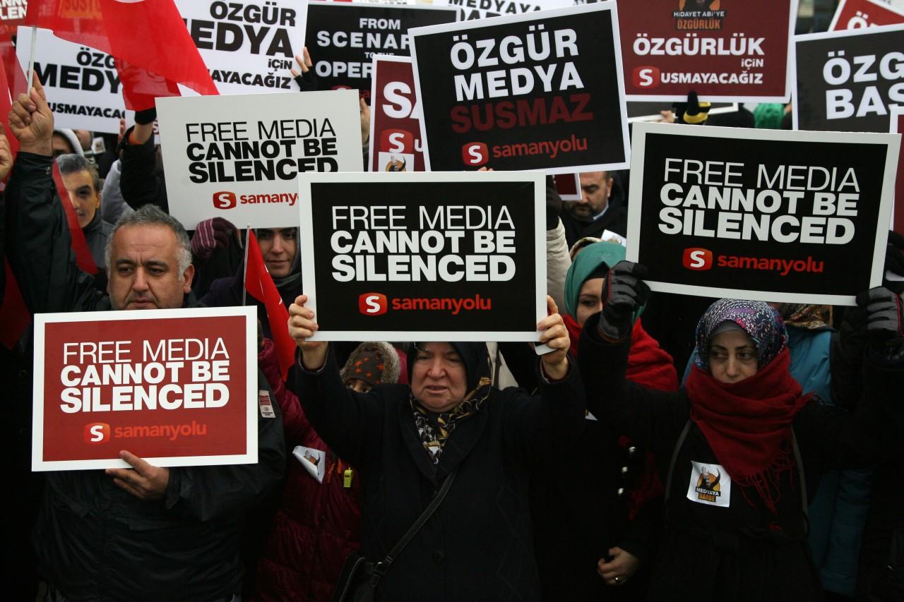 Community stages protest at Silivri prison over jounalist arrests