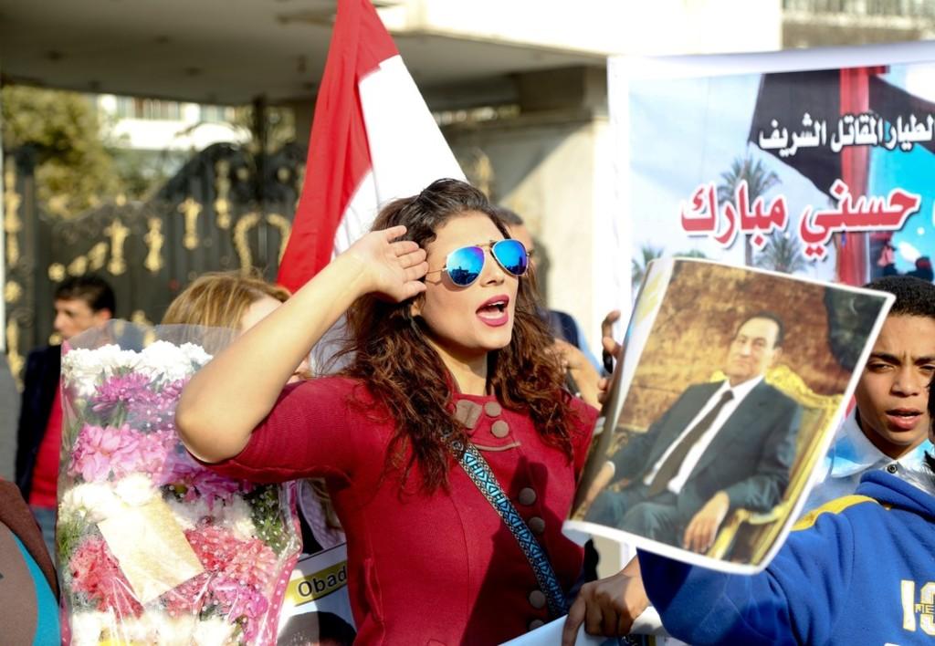 supporters-celebrate-Mubarak-release