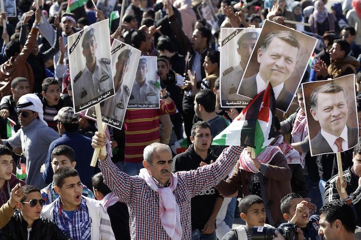 Jordanians-pro-government-rally-Feb-2015-Fanack-AP-Raad-Adayleh-705px