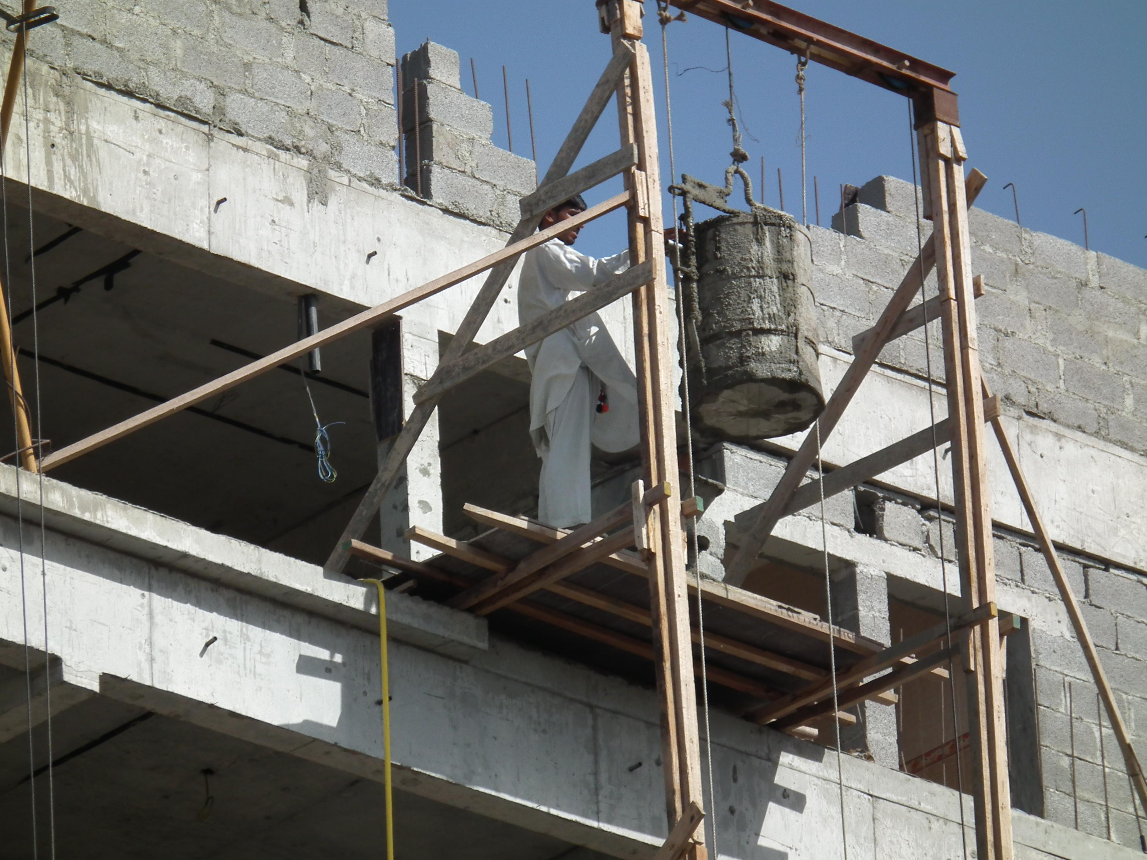 Oman_construction_worker_Fanack