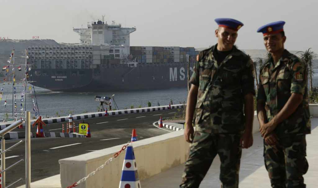 Egypt- egyptian soldiers at the Suez Canal