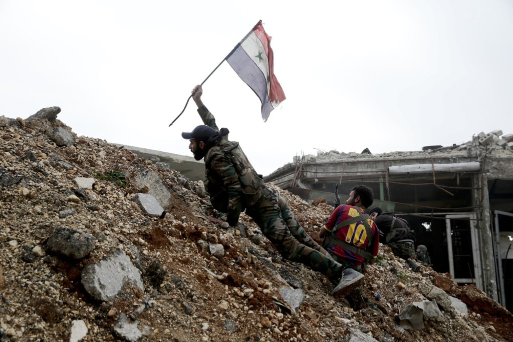 syria-past-to-present-syrian-soldier-plants-the-syrian-flag-during-a-battle-with-the-rebels-fanack-hh1024px