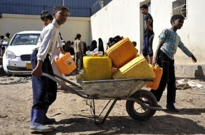الشعب اليمني يعاني بينما العالم يدير ظهره له